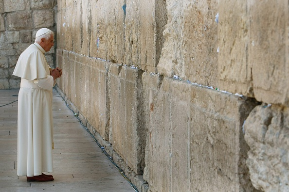 Wailing Wall「Pope Benedict XVI Visits Sacred Sites Of Jerusalem」:写真・画像(14)[壁紙.com]