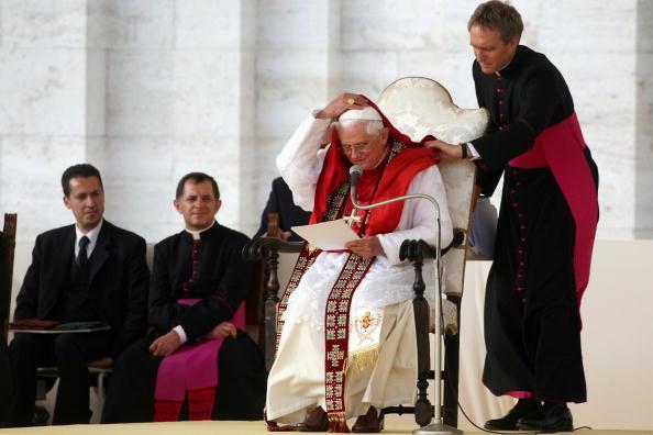 Mantelpiece「Pope Benedict XVI Visits Assisi」:写真・画像(4)[壁紙.com]