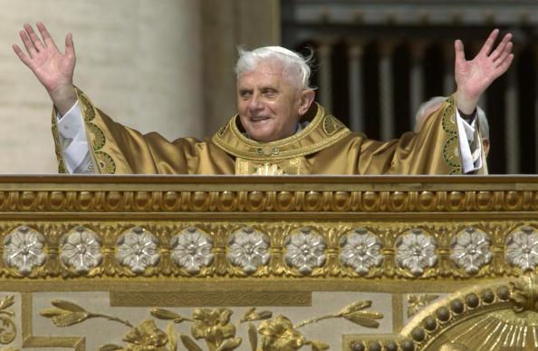 Religious Mass「Pope Benedict XVI Holds First Mass in Saint Peter?s Square」:写真・画像(14)[壁紙.com]