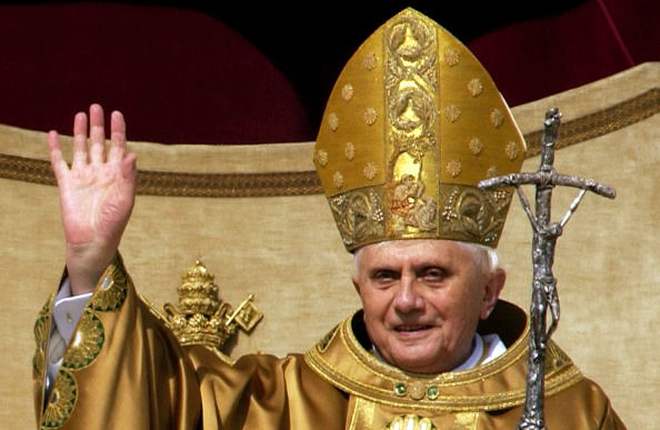 Franco Origlia「Pope Benedict XVI Holds First Mass In Saint Peter?s Square」:写真・画像(15)[壁紙.com]