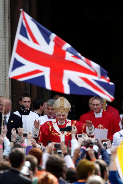 Christopher Furlong「His Holiness Pope Benedict XVI Pays A State Visit To The UK - Day 3」:写真・画像(18)[壁紙.com]