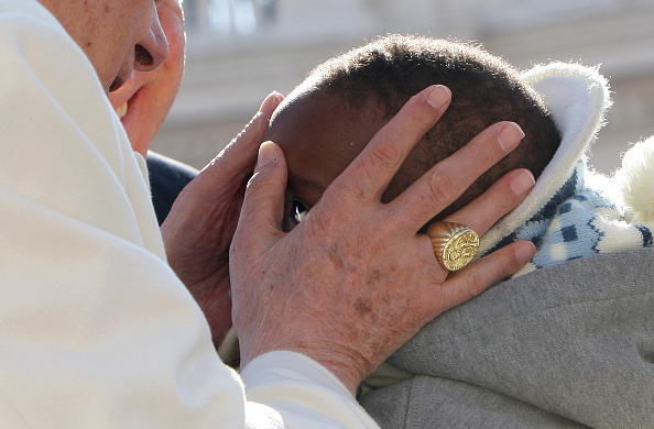Hand「Pope Benedict XVI Holds His Final General Audience Before His Retirement」:写真・画像(3)[壁紙.com]