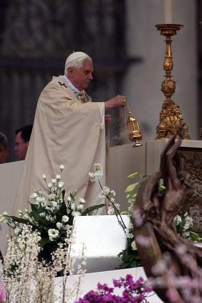 Religious Mass「Pope Delivers Urbi Et Orbi Blessing At St. Peter's Basilica」:写真・画像(6)[壁紙.com]