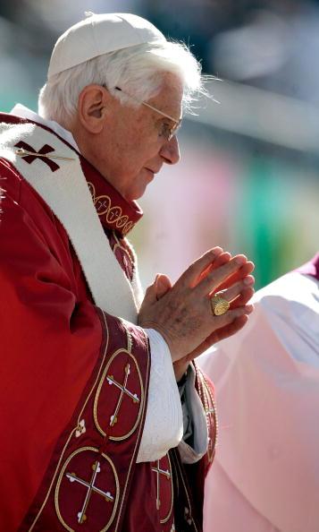Religious Mass「Pope Benedict XVI Celebrates Mass At Nationals Park」:写真・画像(17)[壁紙.com]