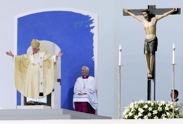 Religious Mass「Pope Benedict XVI Visits Bavaria - Day 4」:写真・画像(3)[壁紙.com]