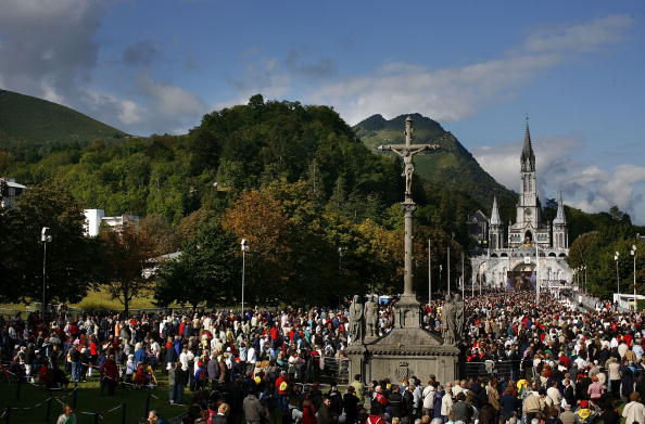 Religious Mass「Pope Benedict XVI Celebrates Mass For Sicks and Disabled」:写真・画像(15)[壁紙.com]