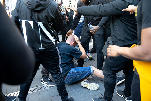 Waterloo Railway Station - London「Far-Right Protesters React To Anti-Racism Demonstrations」:写真・画像(7)[壁紙.com]