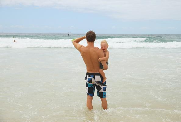 Shallow「People Celebrate Christmas At Bondi Beach」:写真・画像(4)[壁紙.com]