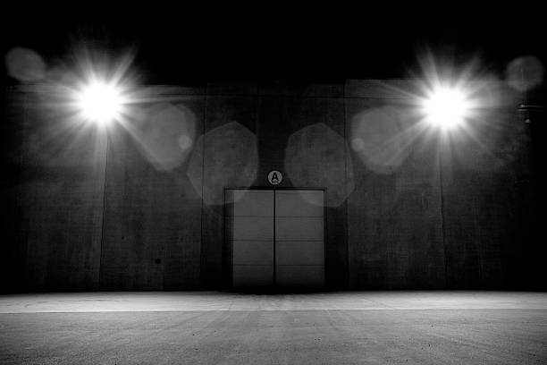 Lights with Double Doors, Black and White:スマホ壁紙(壁紙.com)