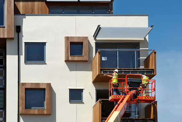 Apartment「Wooden cladding being nailed onto a balcony frame of new apartments, Southend-on-Sea, Essex, UK」:写真・画像(13)[壁紙.com]