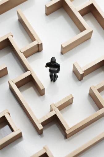 Lost「toy figure of man standing in a maze」:スマホ壁紙(14)