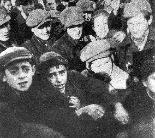 Adult「Children and young adults in the Warsaw Ghetto」:写真・画像(17)[壁紙.com]
