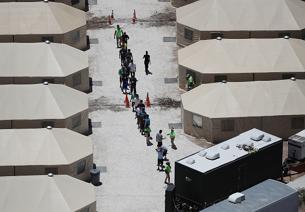 Tent「New Tent Camps Go Up In West Texas For Migrant Children Separated From Parents」:写真・画像(2)[壁紙.com]