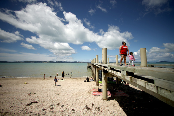 Auckland「Aucklanders Flock To Beaches After Warm Start To Summer」:写真・画像(17)[壁紙.com]