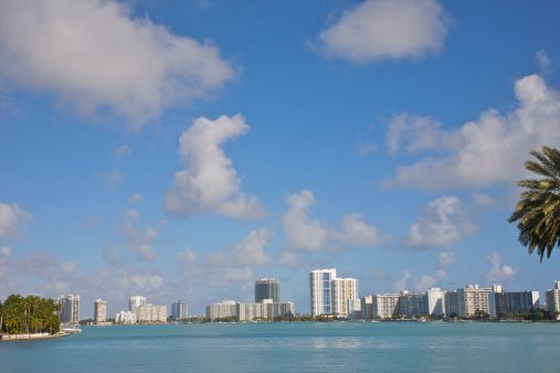 Miami Beach「Line of white residential towers above blue water」:スマホ壁紙(17)