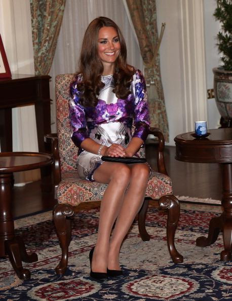 Sitting「The Duke And Duchess Of Cambridge Diamond Jubilee Tour - Day 1」:写真・画像(1)[壁紙.com]