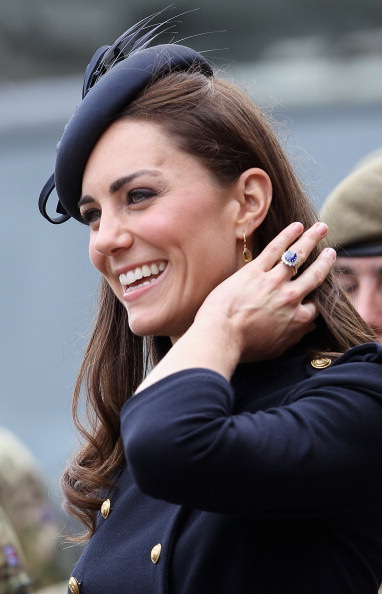 Drop Earring「The Duke And Duchess Of Cambridge Attend The Irish Guards Medal Parade」:写真・画像(4)[壁紙.com]