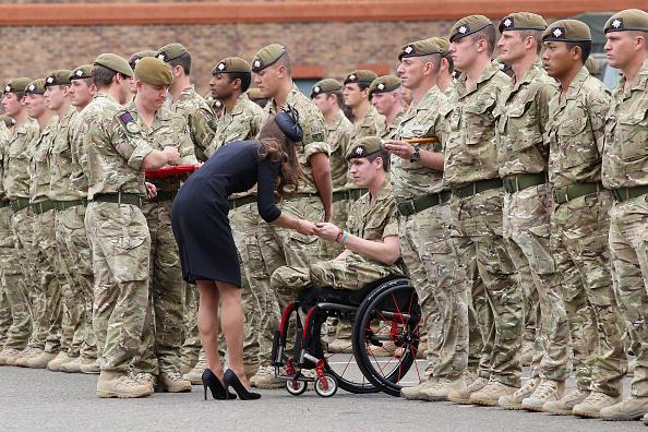 Alexander McQueen - Designer Label「The Duke And Duchess Of Cambridge Attend The Irish Guards Medal Parade」:写真・画像(10)[壁紙.com]