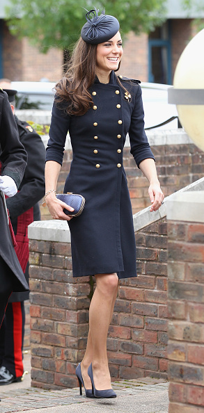 Navy Blue「The Duke And Duchess Of Cambridge Attend The Irish Guards Medal Parade」:写真・画像(6)[壁紙.com]