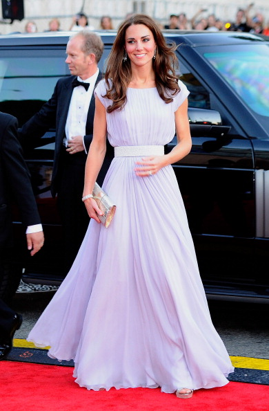 イブニングドレス「The Duke and Duchess of Cambridge Attend BAFTA Brits To Watch Event」:写真・画像(9)[壁紙.com]