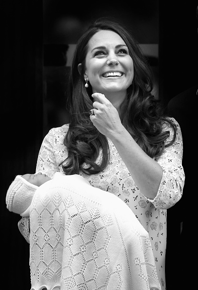 縦位置「An Alternative View: Duke And Duchess Of Cambridge Welcome Their Daughter」:写真・画像(13)[壁紙.com]