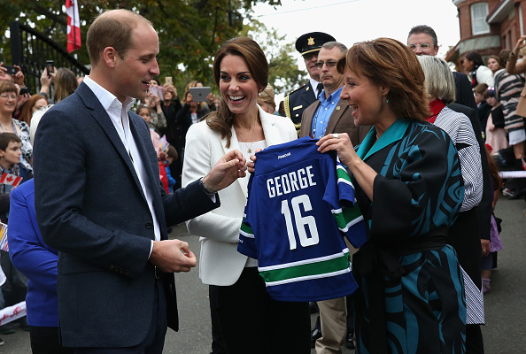 Nameplate「2016 Royal Tour To Canada Of The Duke And Duchess Of Cambridge - Victoria」:写真・画像(9)[壁紙.com]