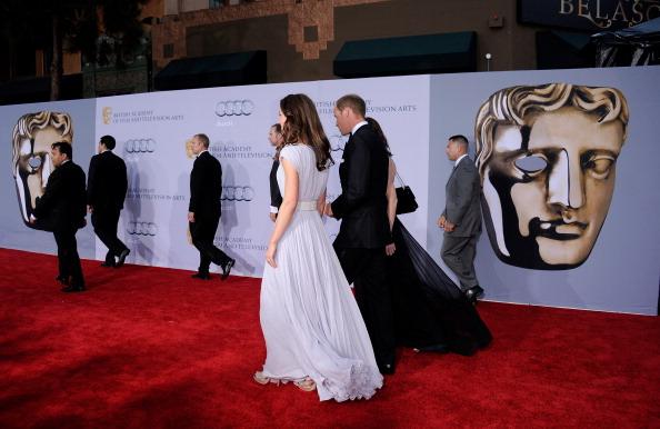 Sarah Burton for Alexander McQueen「The Duke and Duchess of Cambridge Attend BAFTA Brits To Watch Event」:写真・画像(8)[壁紙.com]