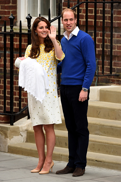 2015「The Duke And Duchess Of Cambridge Depart The Lindo Wing With Their Daughter」:写真・画像(7)[壁紙.com]