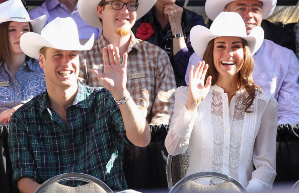 Waving「The Duke And Duchess Of Cambridge Canadian Tour - Day 9」:写真・画像(18)[壁紙.com]