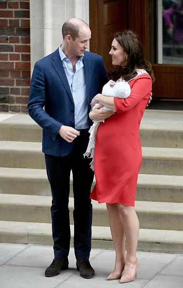 立ち去る「The Duke & Duchess Of Cambridge Depart The Lindo Wing With Their New Son」:写真・画像(5)[壁紙.com]