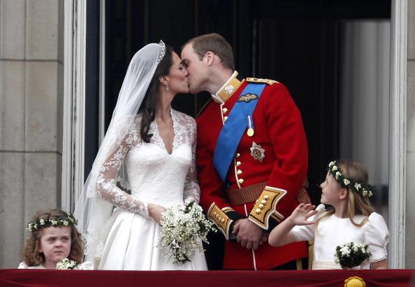 Wedding Dress「Royal Wedding - The Newlyweds Greet Wellwishers From The Buckingham Palace Balcony」:写真・画像(12)[壁紙.com]