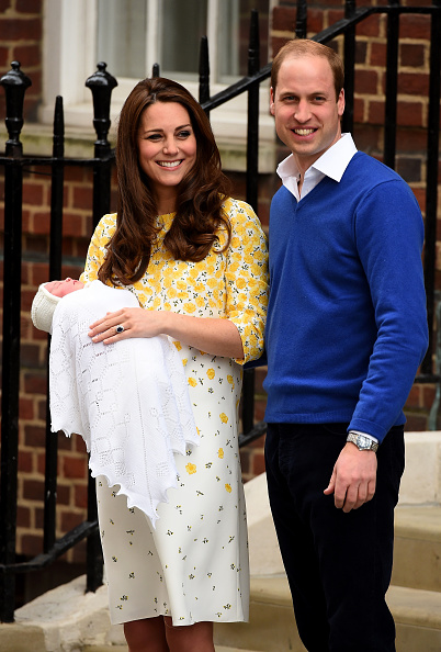 2015「The Duke And Duchess Of Cambridge Depart The Lindo Wing With Their Daughter」:写真・画像(16)[壁紙.com]