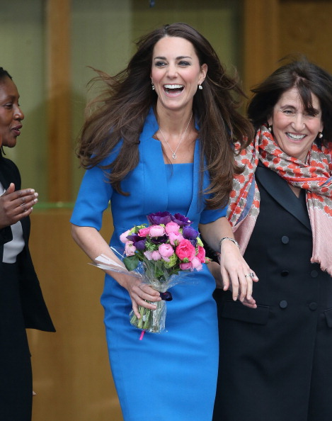 Form Fitted Dress「The Duchess Of Cambridge Attends The ICAP Art Room Opening At Northolt High School」:写真・画像(8)[壁紙.com]