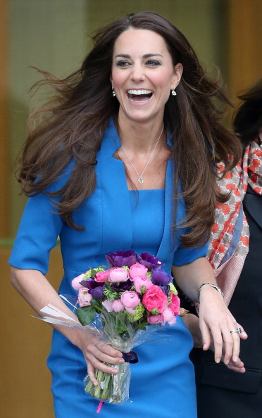 Form Fitted Dress「The Duchess Of Cambridge Attends The ICAP Art Room Opening At Northolt High School」:写真・画像(14)[壁紙.com]