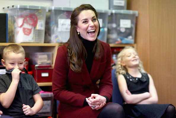 Sitting「The Duchess Of Cambridge Visits Action For Children In Wales」:写真・画像(11)[壁紙.com]