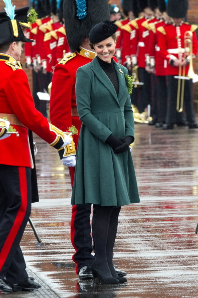 Green Color「The Duke And Duchess Of Cambridge Visit the 1st Battalion Irish Guards On St Patrick's Day」:写真・画像(4)[壁紙.com]