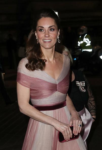 イブニングドレス「The Duchess Of Cambridge Attends 100 Women In Finance Gala Dinner」:写真・画像(3)[壁紙.com]