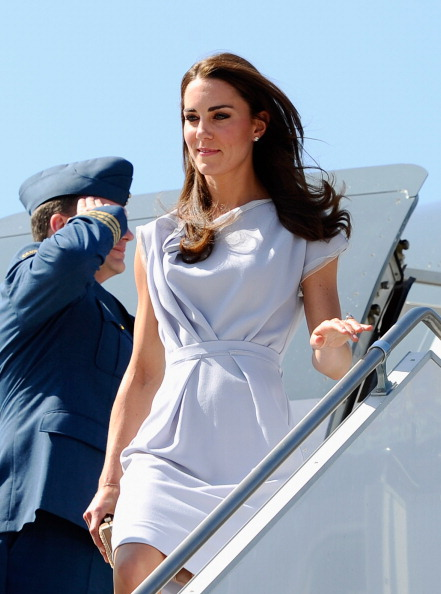 LAX Airport「The Duke And Duchess Of Cambridge Arrive At LAX International Airport」:写真・画像(12)[壁紙.com]