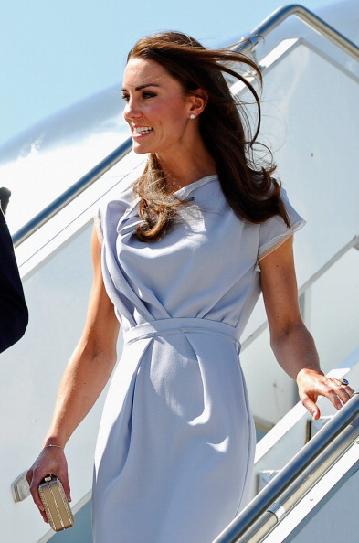 LAX Airport「The Duke And Duchess Of Cambridge Arrive At LAX International Airport」:写真・画像(15)[壁紙.com]