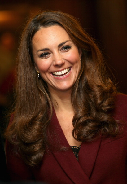 Maroon「The Duke And Duchess Of Cambridge Meet Middle Temple Scholars」:写真・画像(7)[壁紙.com]