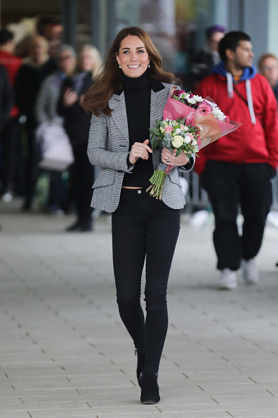 Village「The Duke And Duchess Of Cambridge Visit Coach Core Essex」:写真・画像(4)[壁紙.com]