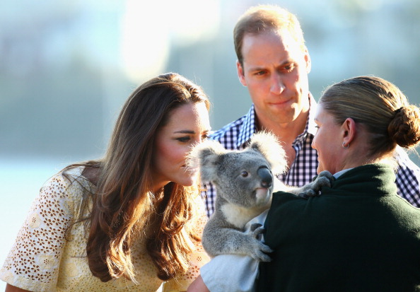Smelling「The Duke And Duchess Of Cambridge Tour Australia And New Zealand - Day 14」:写真・画像(14)[壁紙.com]