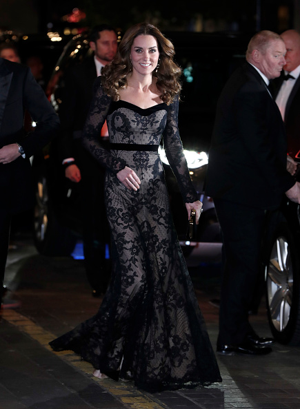 Formalwear「The Duke And Duchess Of Cambridge Attend The Royal Variety Performance」:写真・画像(16)[壁紙.com]