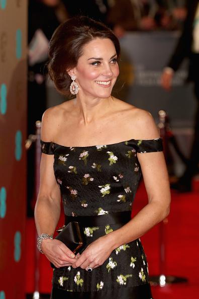 出席する「EE British Academy Film Awards - Red Carpet Arrivals」:写真・画像(14)[壁紙.com]