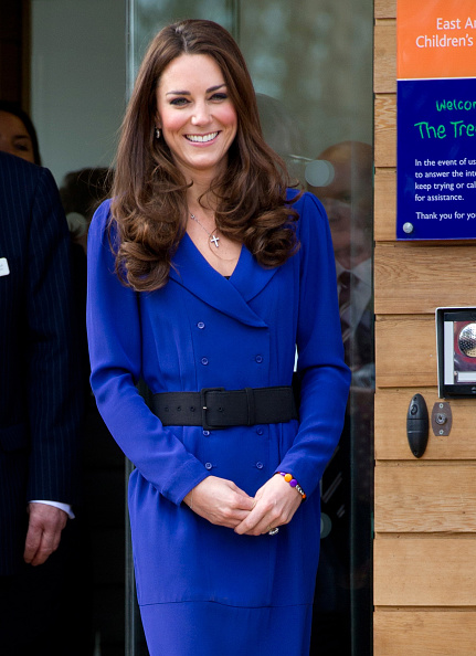 Blue「Catherine, Duchess Of Cambridge Visits The Treehouse Children's Centre」:写真・画像(16)[壁紙.com]