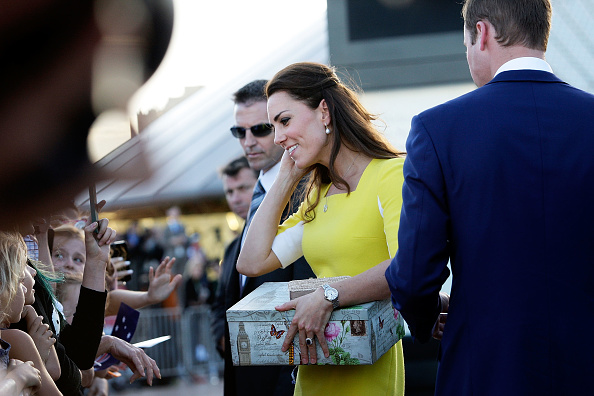 Gift「The Duke And Duchess Of Cambridge Tour Australia And New Zealand - Day 10」:写真・画像(5)[壁紙.com]