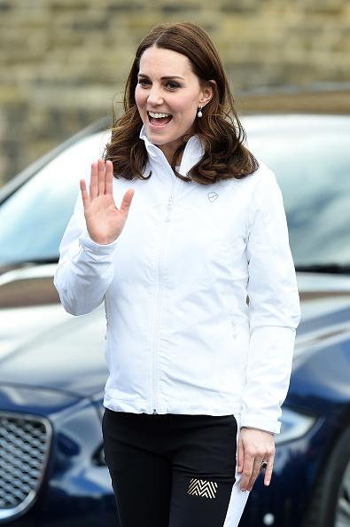 Organized Group「The Duchess of Cambridge Visits The Wimbledon Junior Tennis Initiative」:写真・画像(14)[壁紙.com]