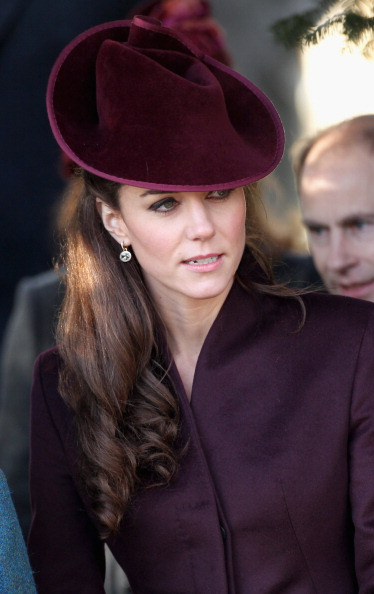 Maroon「British Royals Attend Christmas Day Service At Sandringham」:写真・画像(1)[壁紙.com]