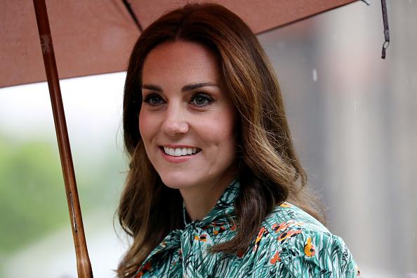 庭園「The Duke And Duchess Of Cambridge And Prince Harry Visit The White Garden In Kensington Palace」:写真・画像(2)[壁紙.com]