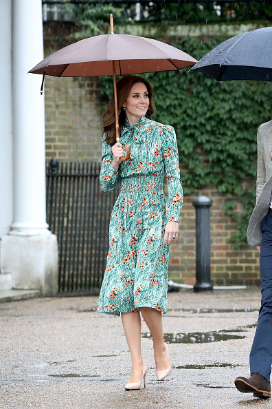 Umbrella「The Duke And Duchess Of Cambridge And Prince Harry Visit The White Garden In Kensington Palace」:写真・画像(10)[壁紙.com]